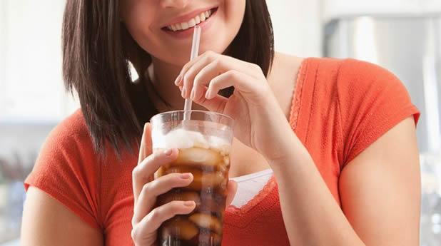 beber gaseosa aumenta grasa abdominal